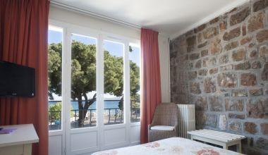 Chambre d'hôtel vue mer Var